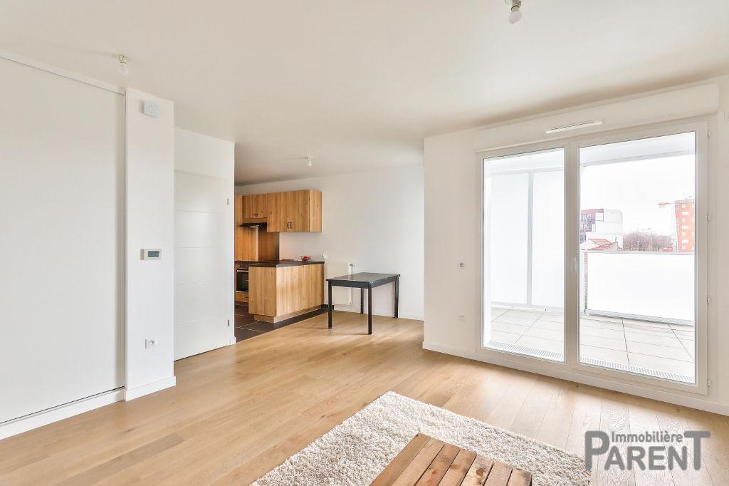 ISSY - Beau 2 pièces 51.5 m2 avec terrasse de 12 m2 cave et parking - RER C (Future L15).