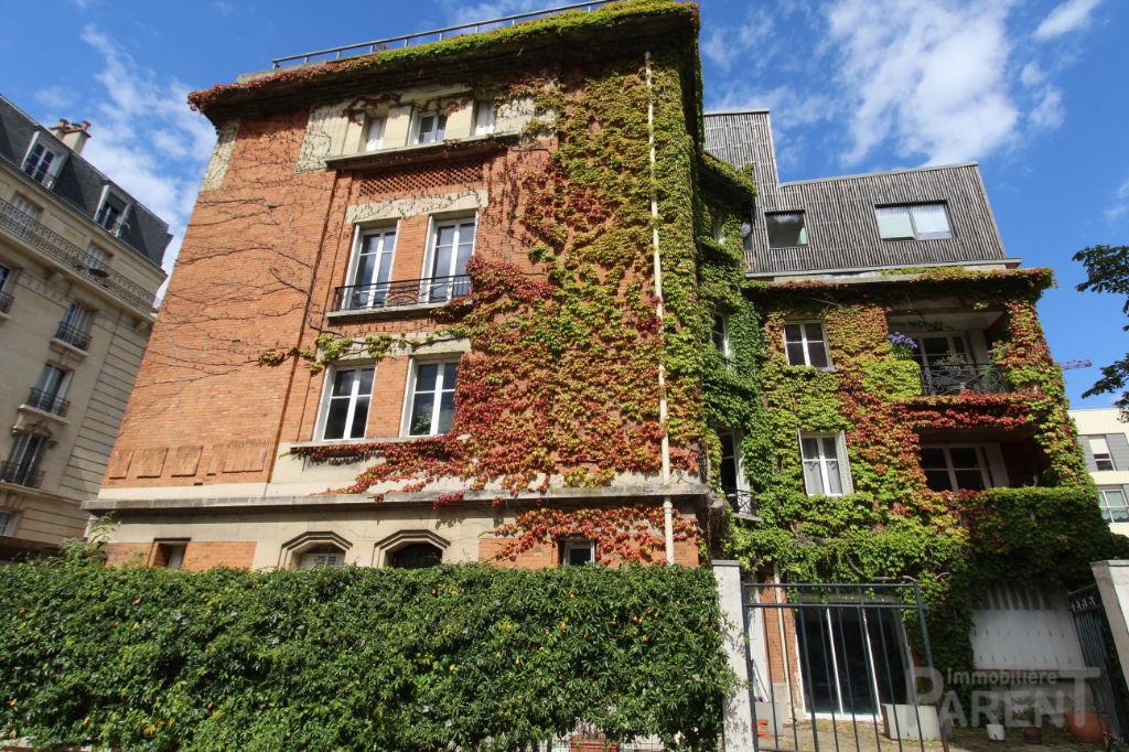 Appartement Paris 5 pièce(s) 136.13 m2