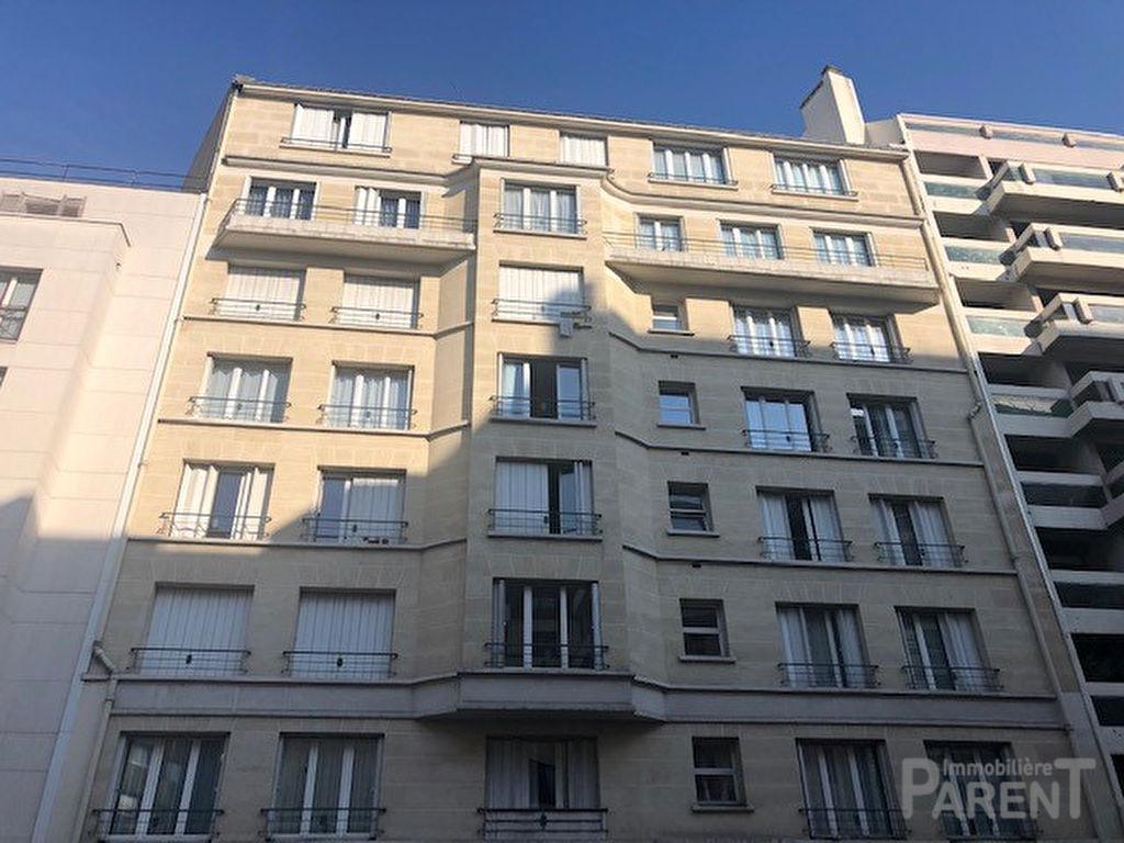 Appartement Paris 4 pièce(s) 85.11 m2