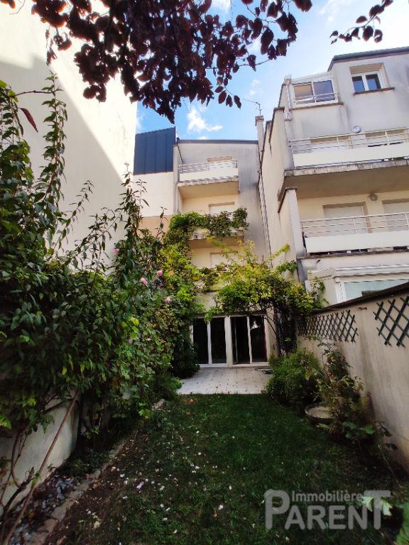 VANVES - Maison 6 pièces de  147,89m²