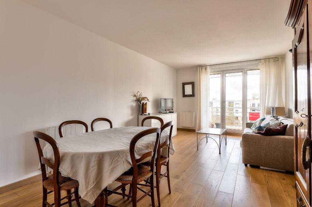 Issy Les Mlx,. Beau étage élevé 3P de 66,5 m² - balcon (4,2m2) - parking en option