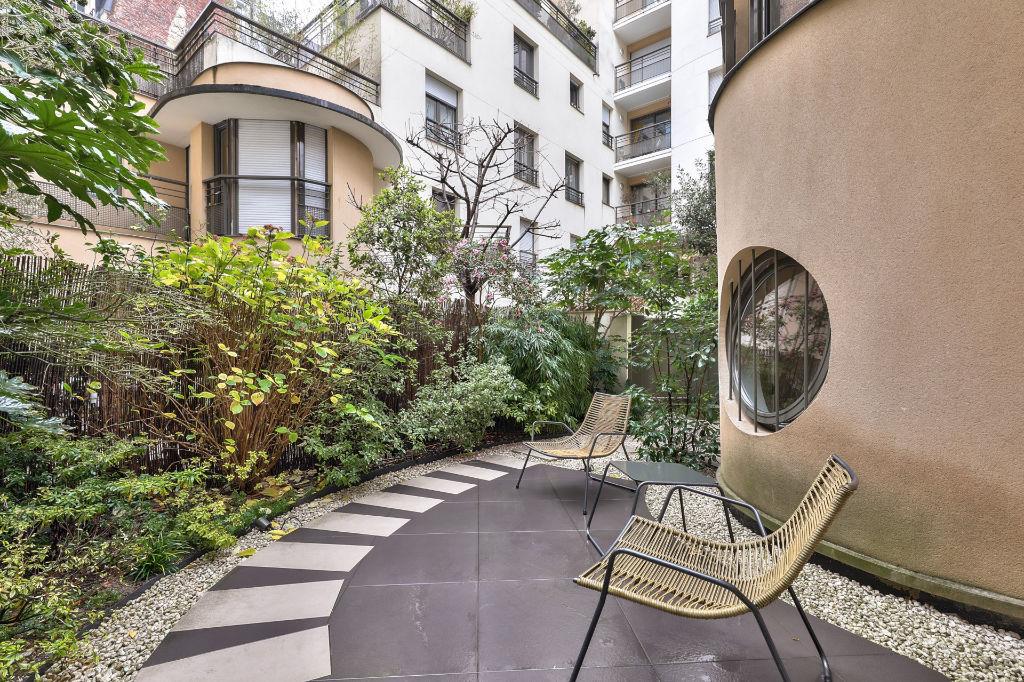 Paris 15 - Superbe maison de ville de 144 m² au sol avec terrasses et jardins de 108 m². Résidence de 2008