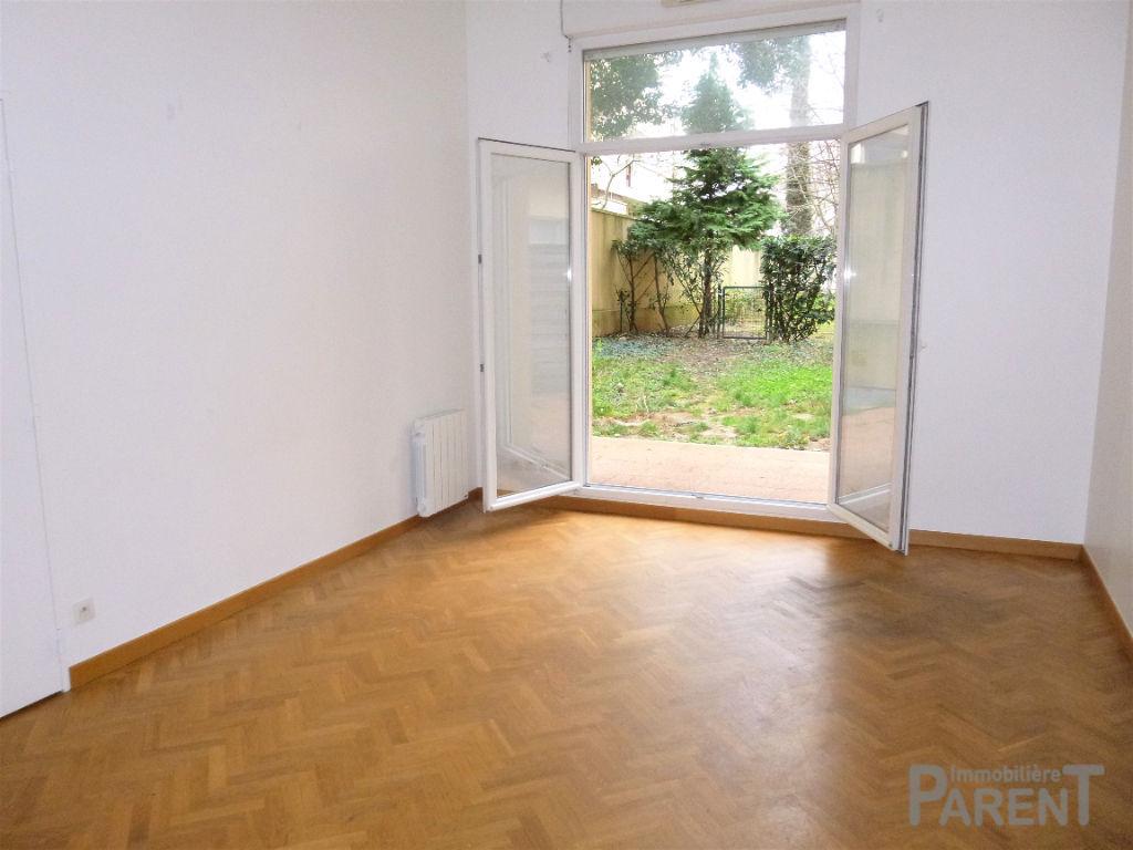 CHATILLON MAISON BLANCHE: 2 pièces avec jardin privatif de 95 m²