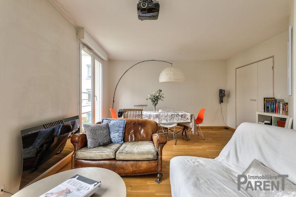 Issy - Ile Saint germain - Très beau 2/3 pièces de 53.5 m2 au calme d'une résidence des années 2000. Balcon Cave et parking en option