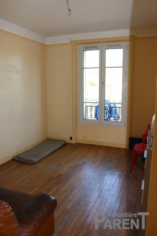 Issy limite Paris 15 / Porte de Versailles - T2-3 de 45 m² à rénover.
