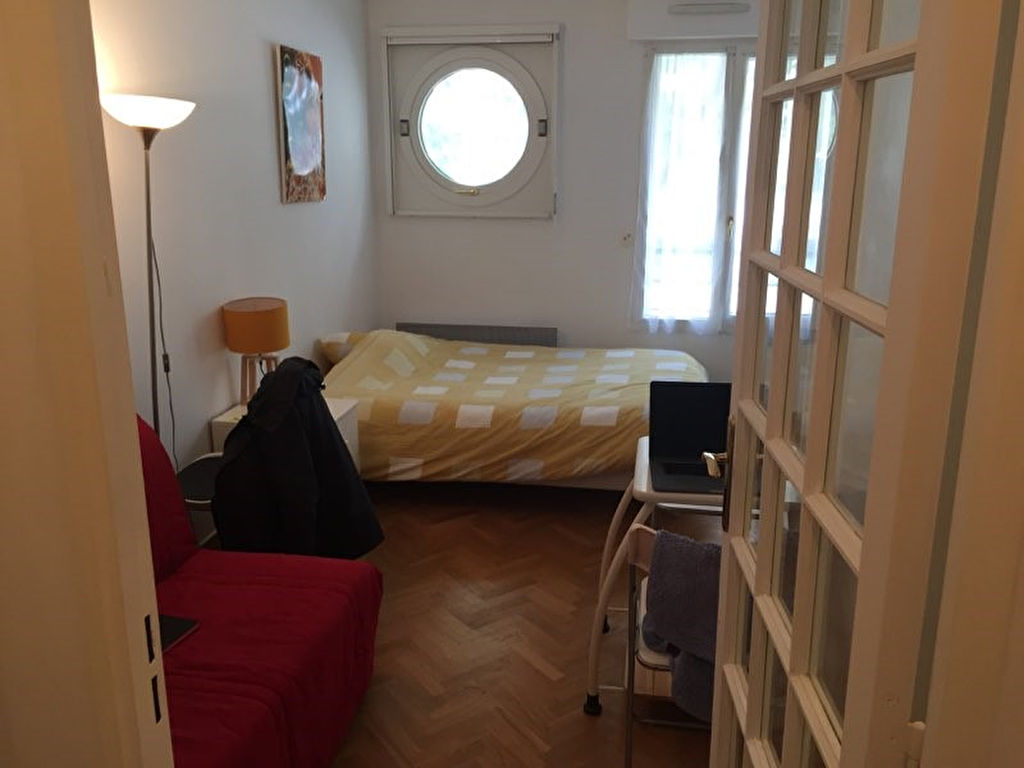 ISSY-LES-MOULINEAUX - Studio MEUBLE de 19,30 m² - Vendu Loué