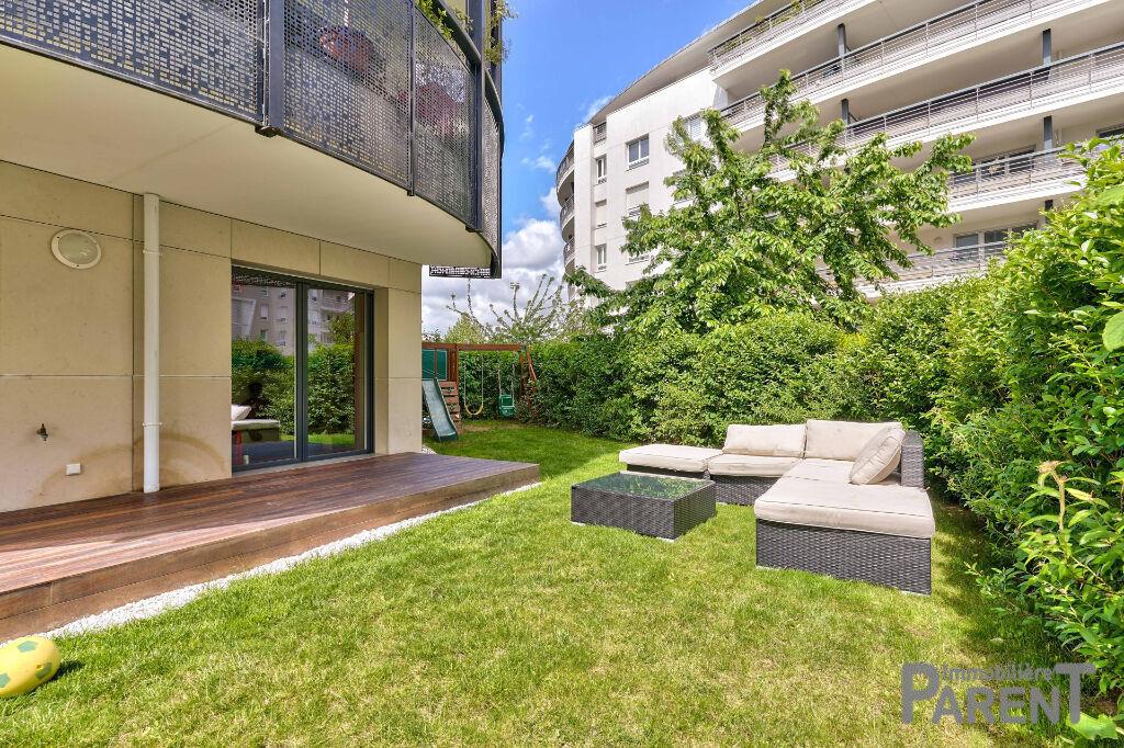 Issy - Immeuble récent de standing - Superbe 4 pièces de 92 m² avec 200 m2 de jardin. cave et parking