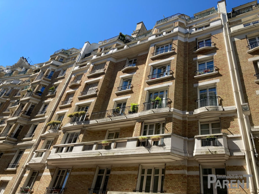 Issy Mairie - beau 3 pièces 68.1 m2 -  Très bel immeuble années 30 - Charme de l'ancien