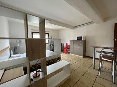 A louer studio meuble au 2eme etage - CARCASSONNE  - proche centre ville.