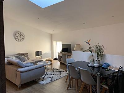 PENNAUTIER - Appartement de 50 m2 en duplex meuble