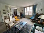 EXCLUSIVITE - A VENDRE NANTES ST CLEMENT Ensemble immobilier en copropriété : maison de 119 m2 avec terrasse, garage, bureaux et studio en rdc  avec locataires. 4/6