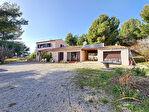 Sur la commune de La Cadière D'Azur, Maison composée de 2 appartements sur un terrain de 2267 m² 2/11