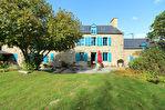 Située à proximité de l'anse de Montmarin, en bord de Rance, propriété de caractère en parfait état sur beau jardin paysagé 1/12