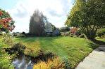 Située à proximité de l'anse de Montmarin, en bord de Rance, propriété de caractère en parfait état sur beau jardin paysagé 3/12