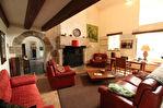 Située à proximité de l'anse de Montmarin, en bord de Rance, propriété de caractère en parfait état sur beau jardin paysagé 6/12