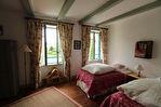 Située à proximité de l'anse de Montmarin, en bord de Rance, propriété de caractère en parfait état sur beau jardin paysagé 11/12
