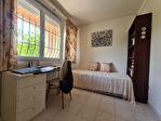 FREJUS proche plage et commerces - maison 6 pièces de 185 m²  avec jardin.