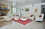 Villa de 300 m² sur 5 000 m² de terrain - Villeneuve-lès-Avignon 2/11
