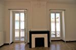 NIMES CENTRE VILLE PLACETTE Appartement de type 3 au 1er étage  avec patio et terrasse sur les toits. 1/18