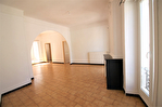 NIMES CENTRE VILLE PLACETTE Appartement de type 3 au 1er étage  avec patio et terrasse sur les toits. 15/18