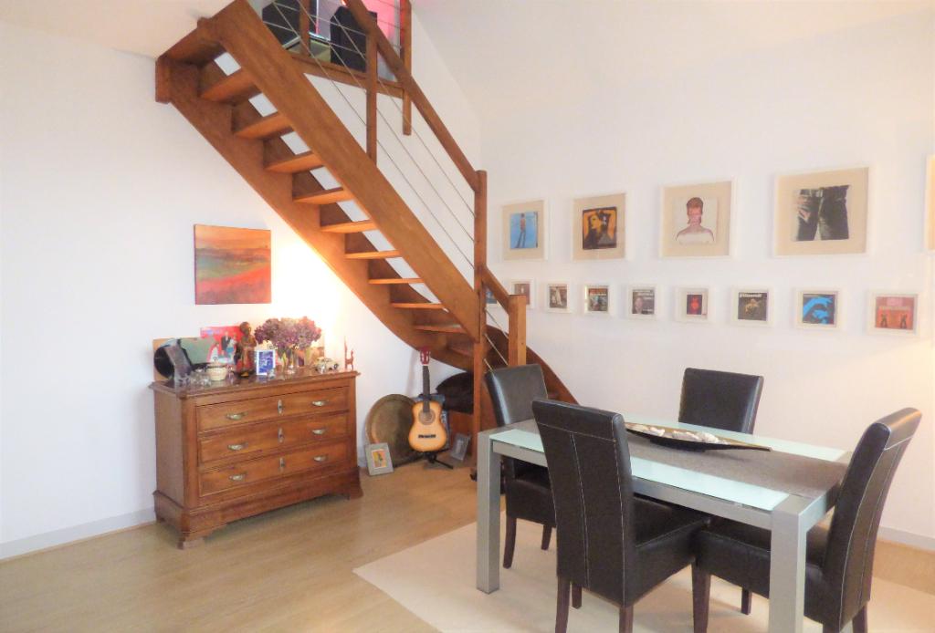 A vendre bel appartement trois chambres dernier étage avec vue panoramique sur St Malo, dans le quartier de  Rochebonne-Paramé : COLOMBE