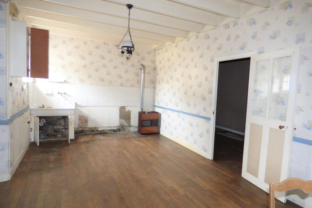 A vendre au centre de St Coulomb une maison avec quatre chambres : IMAGINATION