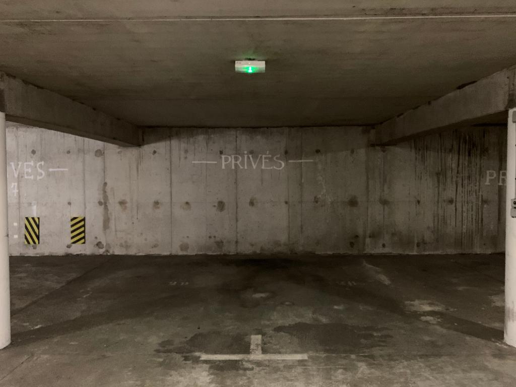 A louer place de parking sécurisée à Rochebonne
