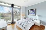 Exclusivité. Intersection rue Charles Floquet / route de l'Empereur. Dernier étage, bel appartement de 6 pièces de 130 m2  avec balcon dans un environnement verdoyant. 12/17