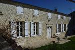 Située au coeur d'un village avec tous commerces, à 10mn de Cognac, jolie maison charentaise en parfait état 1/13