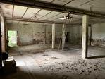 Maison à rénover et dépendances