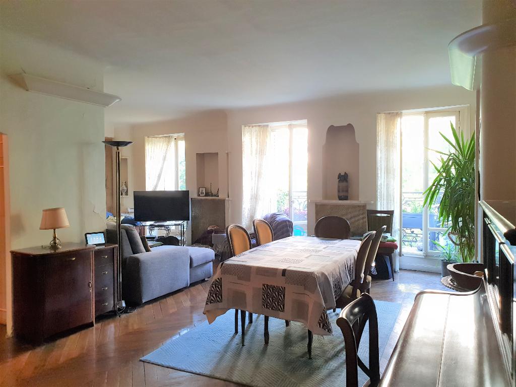 Appartement + balcon, 4/5 pièces de 124m² Paris 10eme