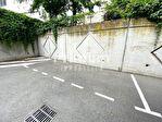 CLERMONT-FERRAND / Parking 1/2